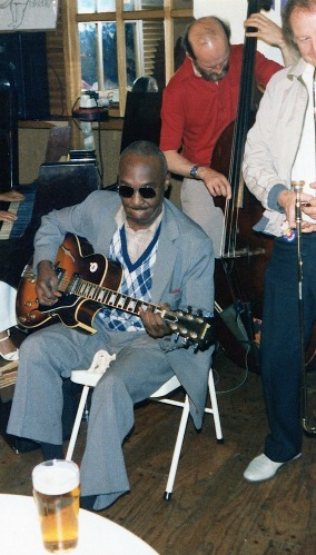 Edinburgh Jazz Festival - Al Casey (guitar), Ronnie Rae (bass), Roy Williams (trombone) Fingers Bar, 1987